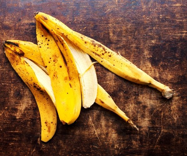 banana peels being used as a remedy for poison ivy rash